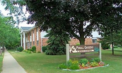 Building, Pinall Gardens Apartments, 0