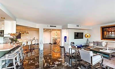 Living Room, 20191 E Country Club Dr TH7, 0