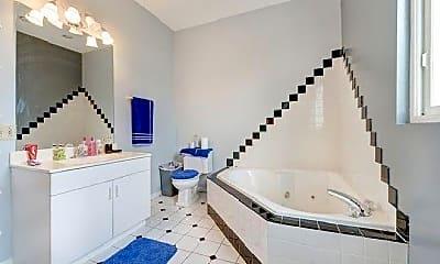 Bathroom, 5638 W Higgins Ave, 1