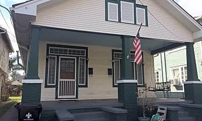 Building, 8116 Freret St, 1