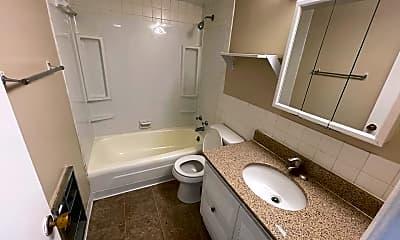 Bathroom, 3917 Bellemeade Ave, 2