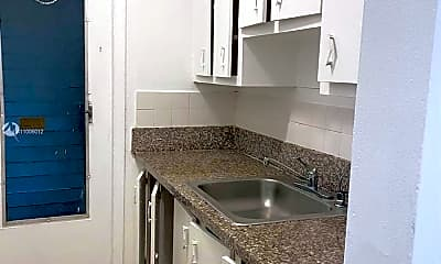 Kitchen, 1400 NE 111th St 5A, 2