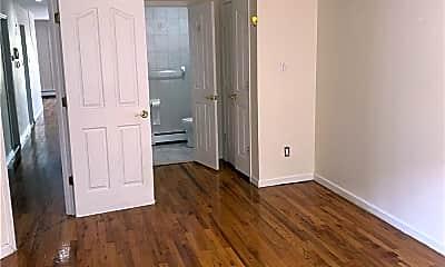 Living Room, 69-63 Alderton St, 2