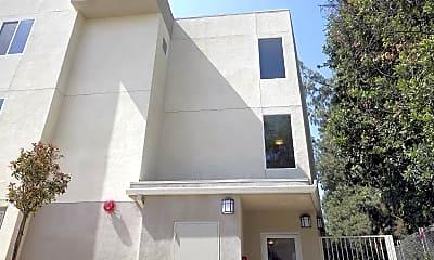 Building, Wyandotte Apartments, 1
