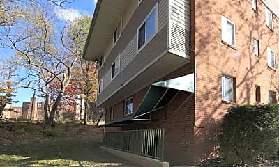 Building, Douglas Knoll, 1