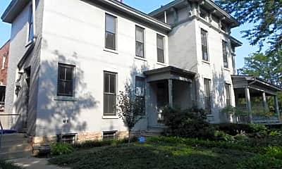 Building, 753 E Broad St, 1