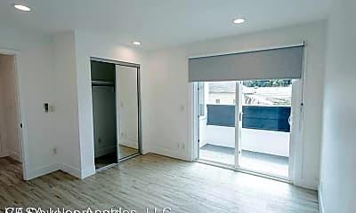 Living Room, 850 N Van Ness Ave, 2