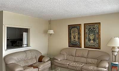 Living Room, 363 Northampton St R, 1