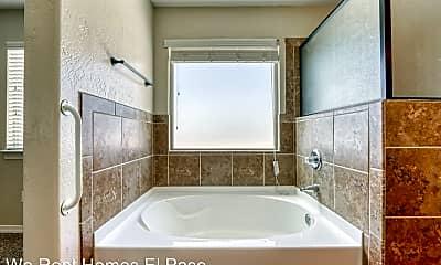 Bathroom, 13272 Emerald Glen St, 2