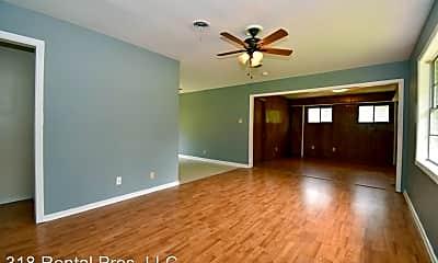 Living Room, 1000 Arnold St, 1