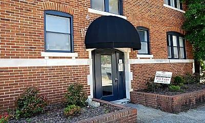 Building, 324 E 8th St, 2