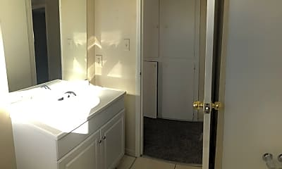 Bathroom, 2504 Tulip Ln, 2