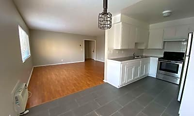 Living Room, 1226 Larrabee St, 1