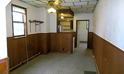 Building, 635 Elm St, 1