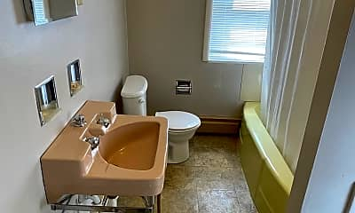 Bathroom, 1617 S 7th St, 2