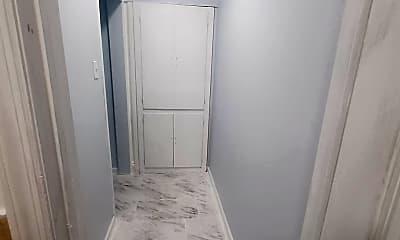 Bathroom, 943 E 213th St, 2