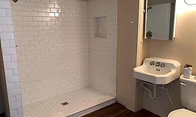 Bathroom, 929 SW 13th St, 2