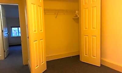 Bedroom, 301 E King St, 2
