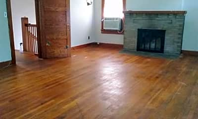 Living Room, 108 Broad St, 2