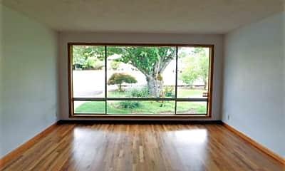 Living Room, 4378 Oakman St S, 1