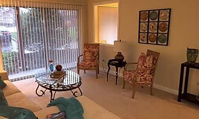 Living Room, Lorraine Park / Parkview Apartments, 2