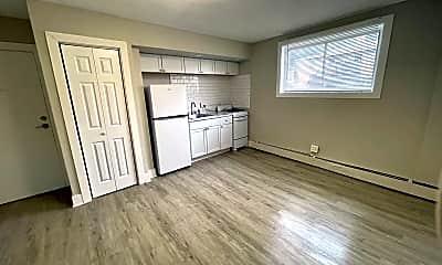 Living Room, 1300 E Seneca Ave, 1