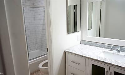 Bathroom, 1420 N Mansfield Ave, 1