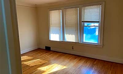 Living Room, 5411 Argyle St, 1
