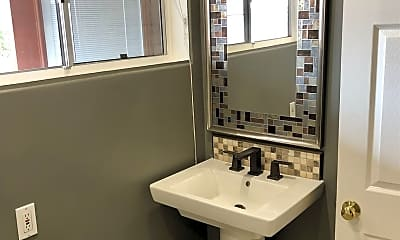 Bathroom, 3533 Juniper St, 2