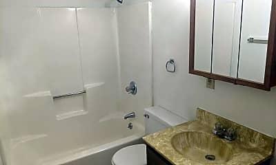 Bathroom, 903 Genrich St, 2