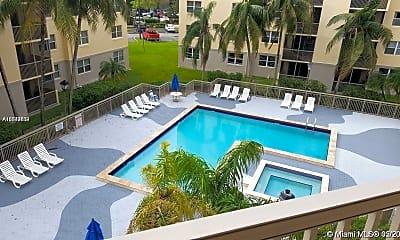 Pool, 8245 Lake Dr 205, 2