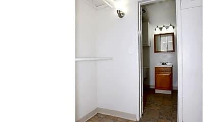Bedroom, 4135 Ingraham St, 2