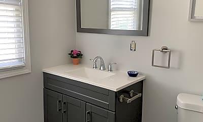 Bathroom, 922 11th Ave N, 2