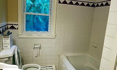 Bathroom, 18 Perry St, 2