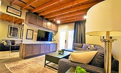 Living Room, 4512 Victor St B, 1