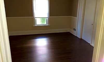 Living Room, 927 Drake St, 1