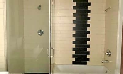 Bathroom, 652 Mateo St 205, 2