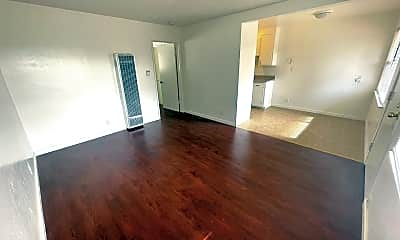 Living Room, 521 E Taylor Ave, 1