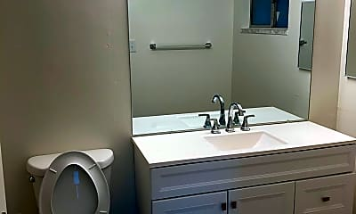 Bathroom, 503 N Citrus Ave, 2