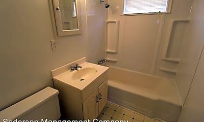 Bathroom, 4405 S Ln St, 2