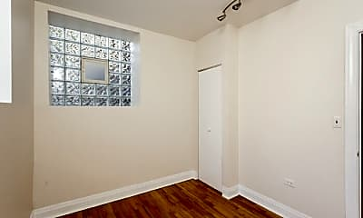 Bedroom, 650 W Aldine Ave, 2