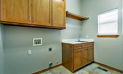 Kitchen, 204 S Riverside Dr, 2