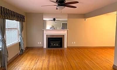 Living Room, 2712 Menlo St E, 1