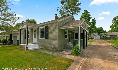 Building, 801 E Loren St, 1