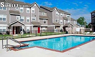 Pool, 610 SW 52nd St, 2