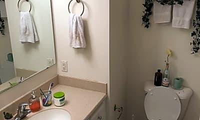 Bathroom, 200 Heights Ln, 2