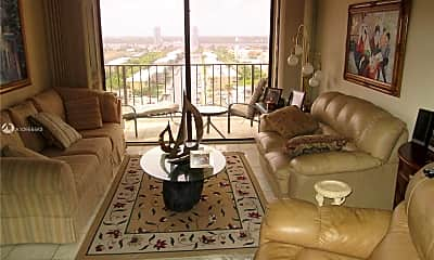 Living Room, 290 174th St 1707, 0