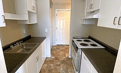 Kitchen, 1004 S Cloverdale St, 1