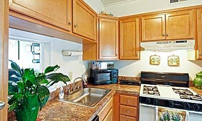 Kitchen, Williamsburg Park Apartments, 0
