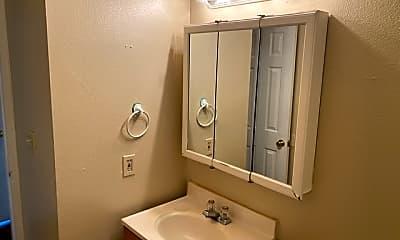 Bathroom, 633 Morningview Dr, 2